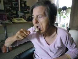 Allied-Lynne-eating